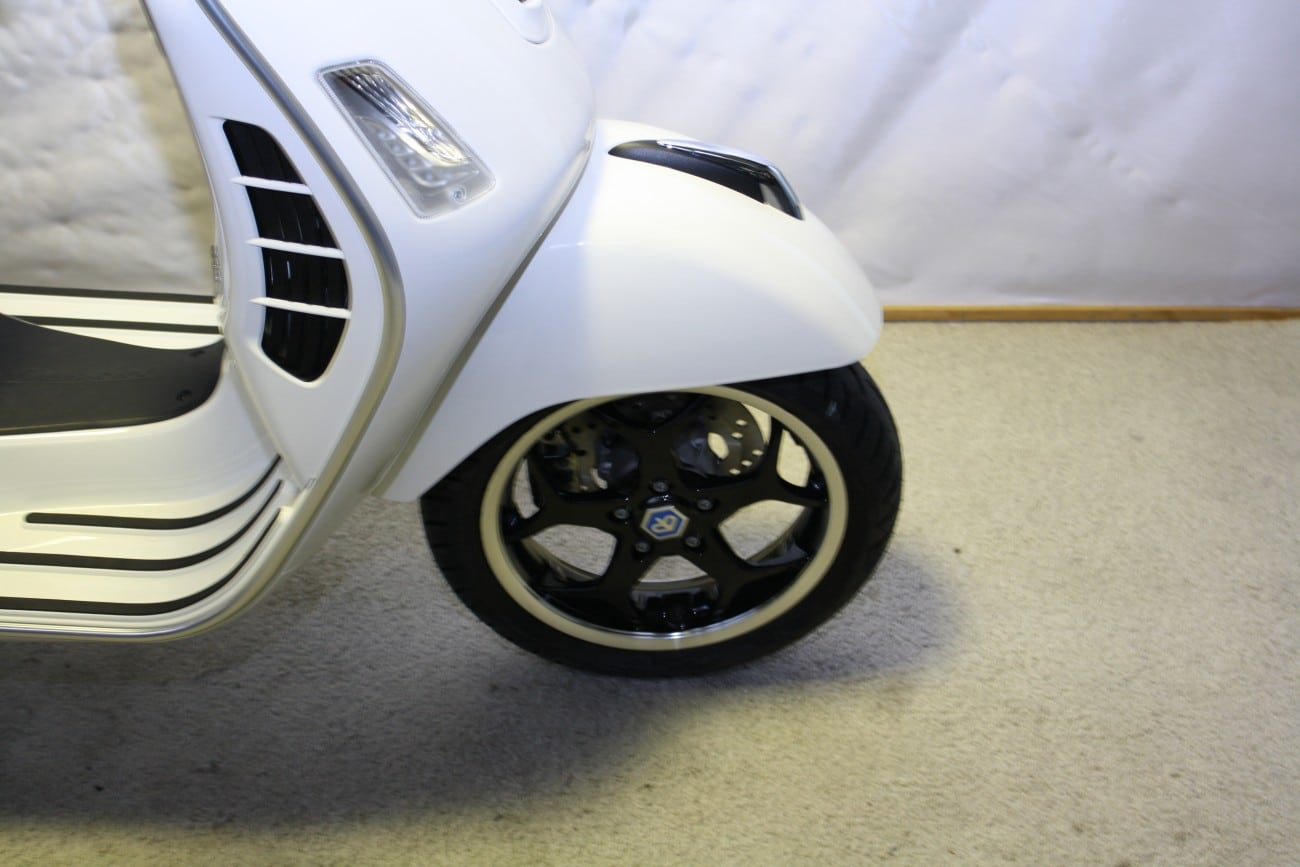 Vespa Gts 300 13 Custom Rims Sports Seat And Top Case